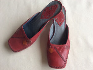 Indigo by Clarks Sandals Size 8 Leather upper Red Burgundy Shoes