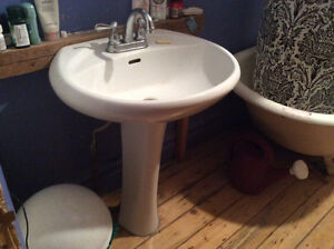 Lavabo de salle de bain sur pied