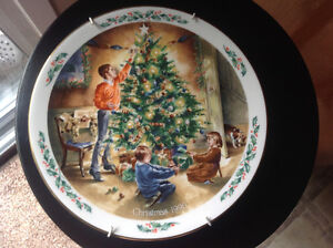 Royal Dolton- Family Christmas -The Finishing Touch Plate