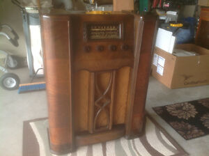 ANTIQUE CROSLEY FLOOR RADIO London Ontario image 1