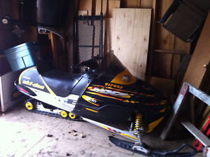 great sled..low kms SKIDOO MXZ 600