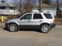 2004 Ford Escape XLT V6 4 x 4 SUV, Crossover