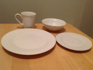 NEW Dinnerware set / service for 4 (Everyday Gibson)