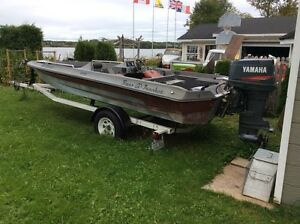 17' bass boat  90 hp Yamaha two stroke and trailer