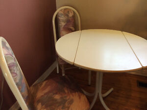 Table and 2 chairs ..excellent condition