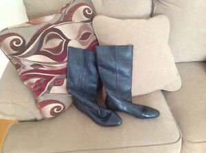 Robynn black leather boots size 6.5