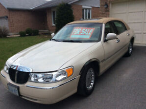 2002 Lincoln Cartier Town car . Mint condition . Never seen snow