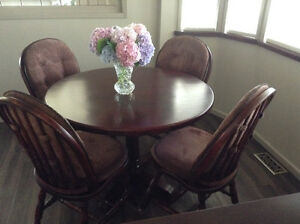 Whittier Table & 4 chairs