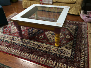 Quality coffee table, display shelf, MUST be sold!