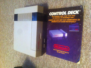 Nintendo Nes console/ 3 controllers