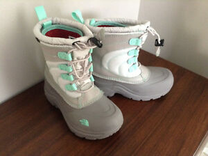 GIRLS SIZE 11 NORTH FACE WINTER SNOW BOOTS