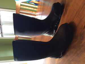 Men's Size 8 Black Bogs
