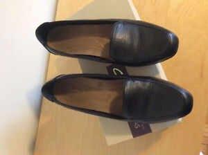 NEW Clarks leather shoes - Size 12