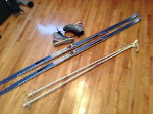 Skis de fond 190 cm avec écailles et bottes 39 cm ROSSIGNOL
