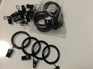 Trois ensembles d'anneaux pour rideaux noir ou laiton