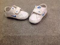 Baby boys Nike trainers / pram shoes 3.5