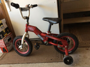 BOYS 12 INCH LIGHTNING MCQUEEN BIKE WITH TRAINING WHEELS