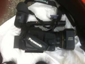 Panisonic AG DVX100B 3CCD Digital Camera Recorder with Leica Len