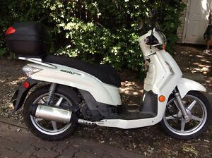 Scooter blanc 200cc