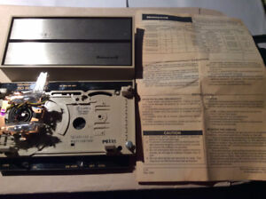 HONEYWELL ELECTRIC HEAT THERMOSTAT - NOT USED