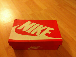 NIKE SHOES/Brand New Still In Box