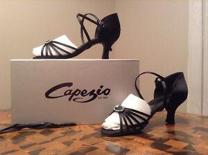 Souliers de danse de marque Capezio, pour femme.