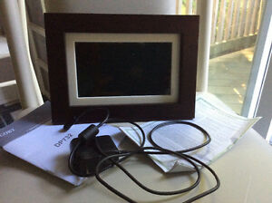 """Coby 7"""" wide screen digital photo frame"""