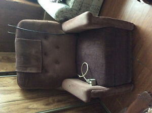 Hydraulic Recliner Stratford Kitchener Area image 1