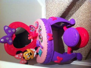 Minnie Mouse Bowdazzling Bowtique Vanity