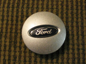 One FORD oem Center Cap Part # 6F23-1A096-BA Like new London Ontario image 1