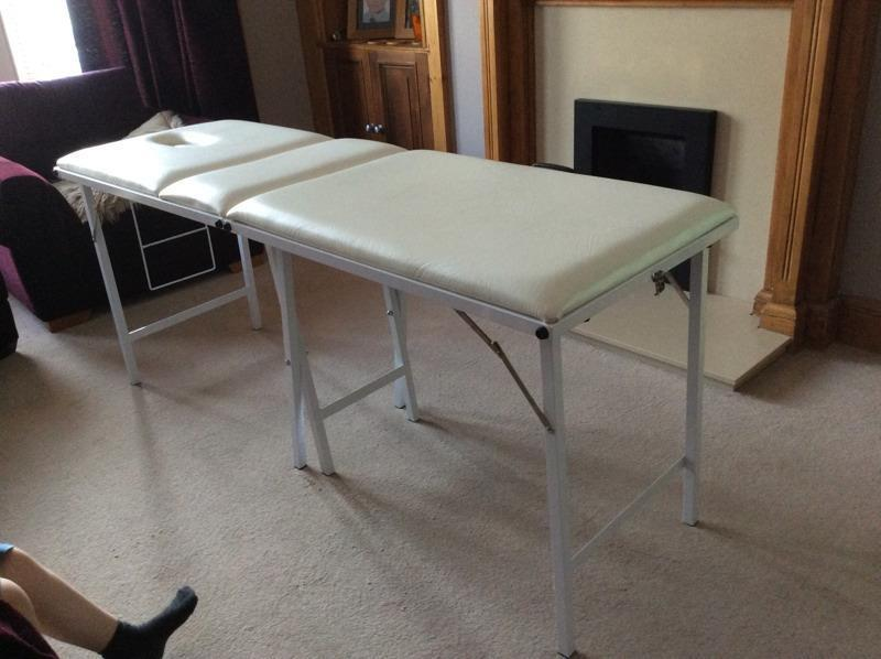 Portable white massage table in motherwell north for Gumtree beauty table
