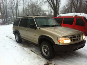 2000 Ford Explorer SUV, Crossover