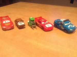 CARS BAGNOLES DISNEY PIXAR LOOSE MCQUEEN FRED MINT CHICK HICKS