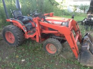 Kubota B2100 with Loader and Snow blower
