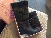 Women's boots, black