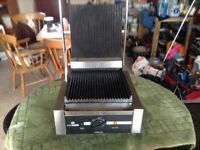 Ribbed contact grill