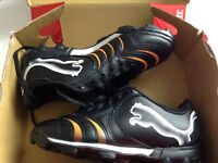 NEUF!! Souliers soccer PUMA Size 1 - Brand NEW soccer Shoes