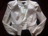 Robes, jupes, tops, manteaux, souliers