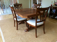 Beautiful Antique Dining table and 4 chairs