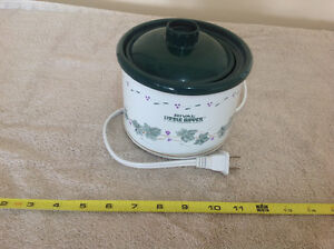 Mini crock pot slow cooker