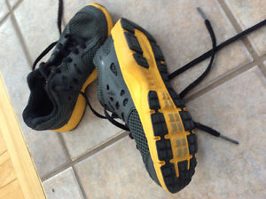 Nike indoor shoes mint