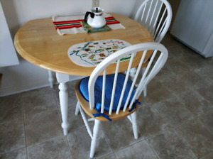 Lovely kitchen table, hardwood, drop leaf & chairs