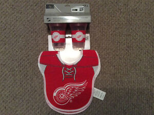 Detroit RedWings bibs and sippy cups set