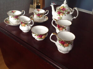 Old country roses tea pot,cream and sugar never used
