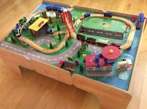 3 Powered Thomas Train Engines with Imaginarium Train Table