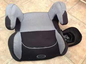 """""""Cosco"""" car seat with drink cap holder 11""""W on the midle"""