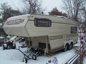 20 fifth wheel Travelaire camper