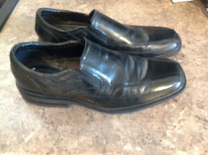 Mens size 12w black shoe
