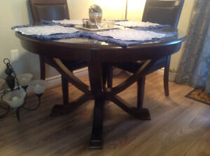 Diningroom table