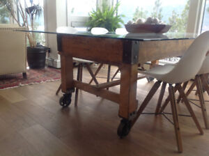 Industrial  mail sorting table